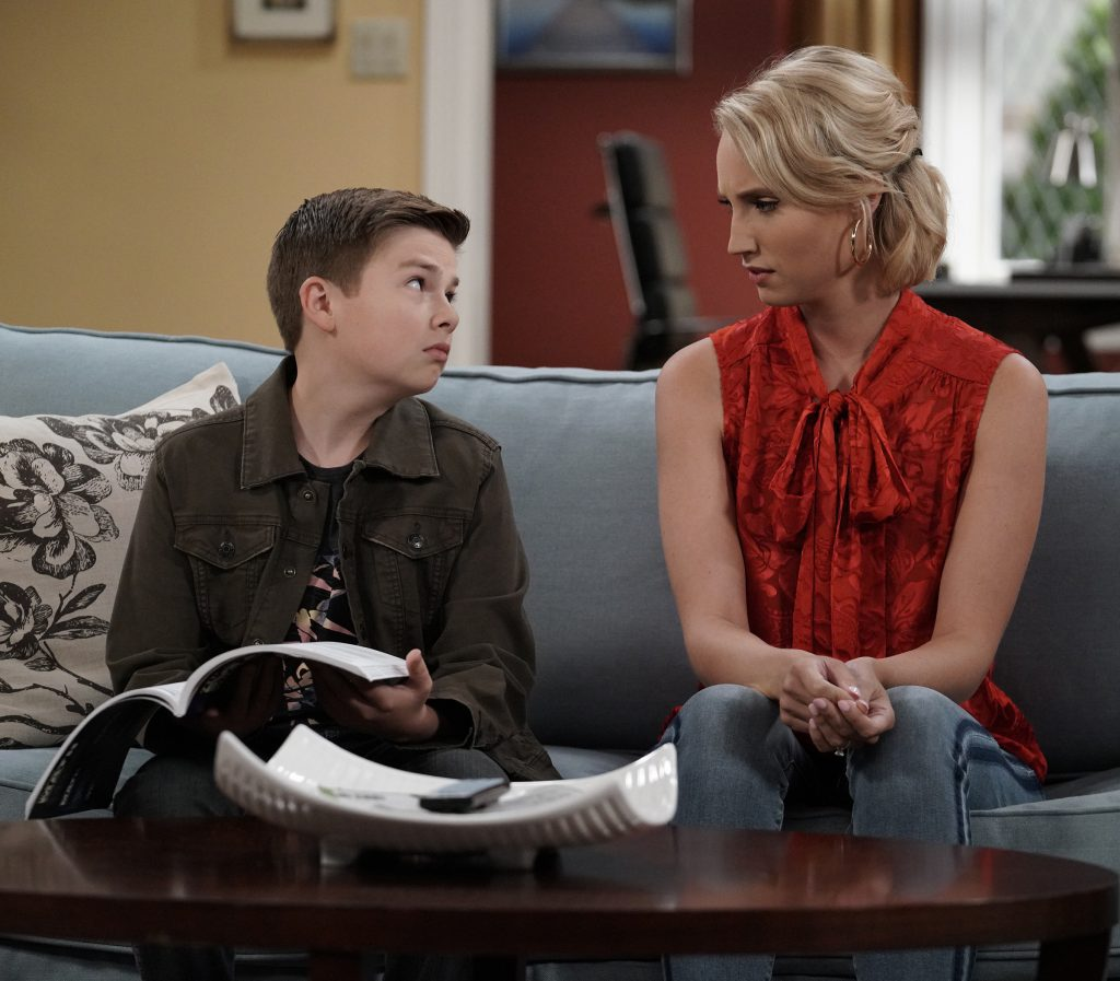 "LAST MAN STANDING: L-R: Jet Jurgensmeyer and Molly McCook in the ""The Courtship of Vanessa's Mother"" episode of LAST MAN STANDING airing Friday, Nov. 9 (8:00-8:30 PM ET/PT) on FOX. © 2018 FOX Broadcasting. Cr: Michael Becker / FOX."